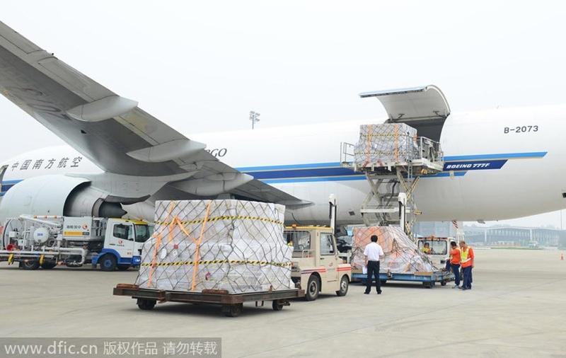 20万台ものiPhone6を積み込んだ飛行機2