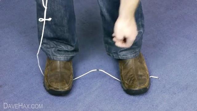 ハサミ不要!簡単にひもやロープを切断する方法【ライフハック動画】2
