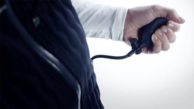 空気の量を調整することで温度をコントロールできるダウンジャケット『nudown』