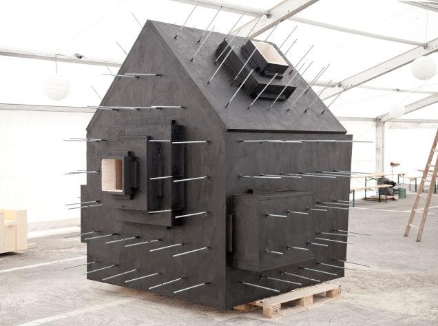 Bureau Aがプロジェクトし制作された岩の形をした山小屋「antoine」10