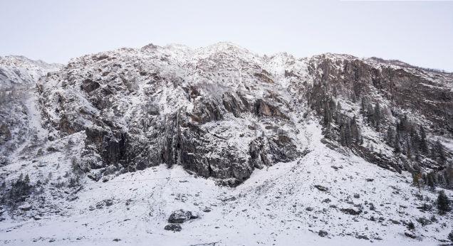 Bureau Aがプロジェクトし制作された岩の形をした山小屋「antoine」9