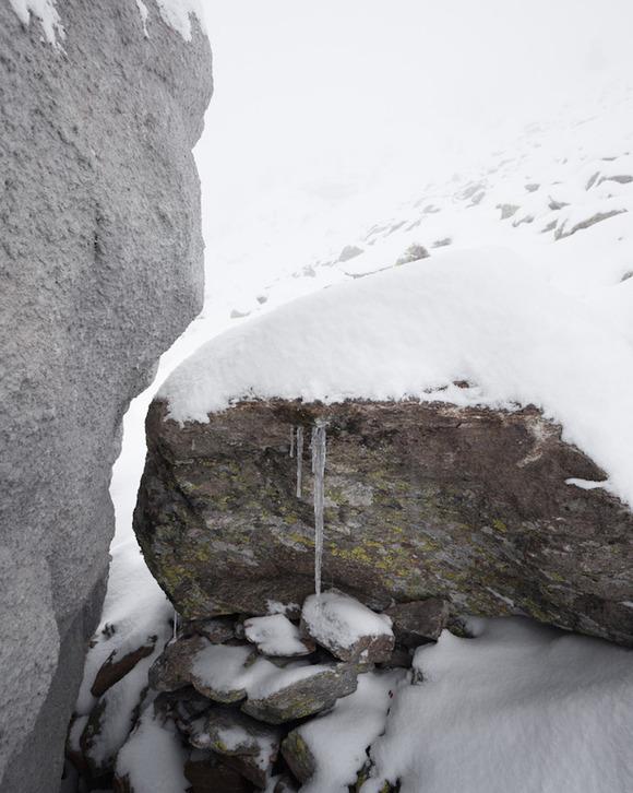 Bureau Aがプロジェクトし制作された岩の形をした山小屋「antoine」4