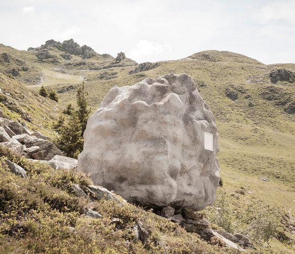 Bureau Aがプロジェクトし制作された岩の形をした山小屋「antoine」2