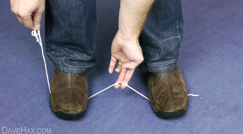 ハサミ不要!簡単にひもやロープを切断する方法【ライフハック動画】