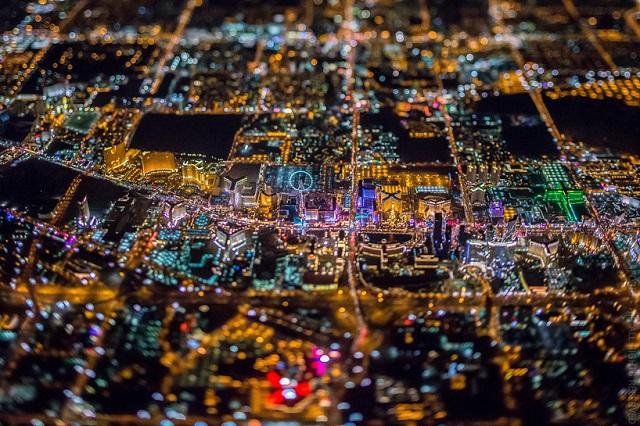上空3,000メートルからミニチュアで撮影されたラスベガス