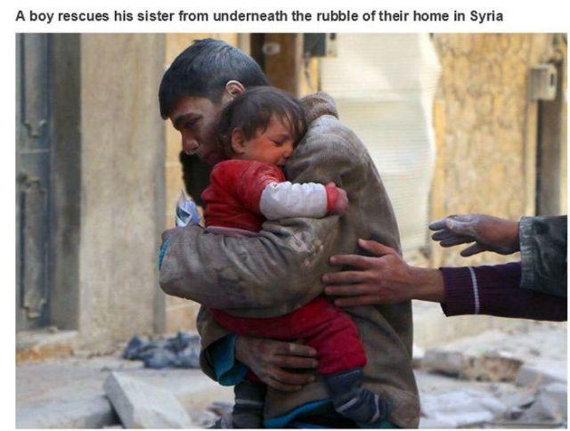 自宅のがれき下から妹を救出したシリアの男の子