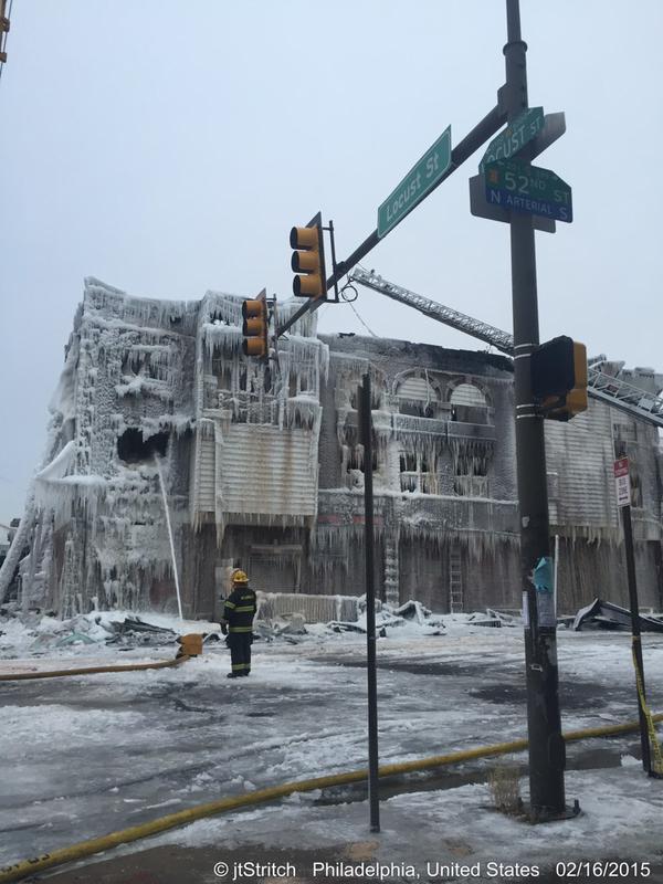 凍りついた建物2