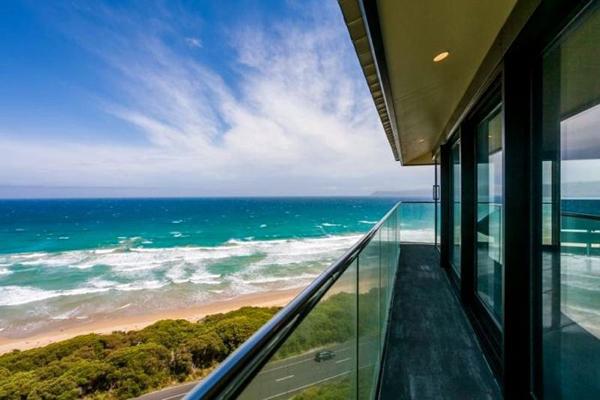 オーシャンビューが目の前に!オーストラリアにある空と海の境界に建てられたモダンハウス「THE POLE HOUSE」-16