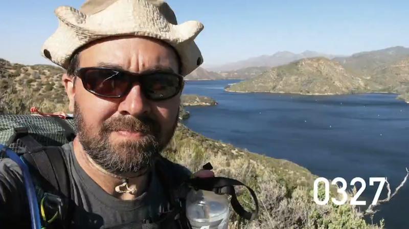 徒歩でメキシコ〜カナダへの旅、2600マイルを4分に凝縮した自撮り動画