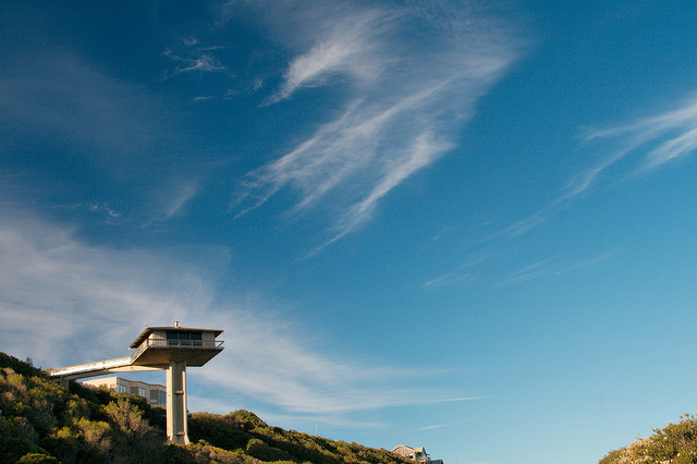 オーシャンビューが目の前に!オーストラリアにある空と海の境界に建てられたモダンハウス「THE POLE HOUSE」-11