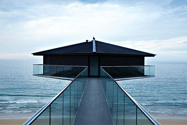 オーシャンビューが目の前に!オーストラリアにある空と海の境界に建てられたモダンハウス「THE POLE HOUSE」-12