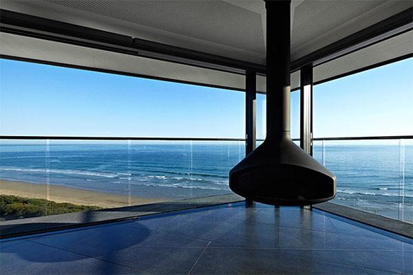 オーシャンビューが目の前に!オーストラリアにある空と海の境界に建てられたモダンハウス「THE POLE HOUSE」-08