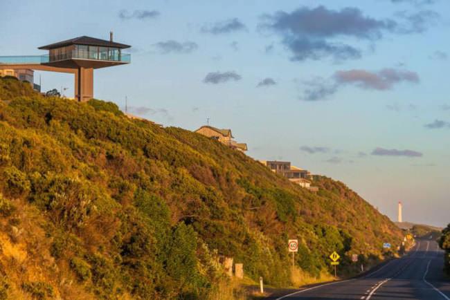 オーシャンビューが目の前に!オーストラリアにある空と海の境界に建てられたモダンハウス「THE POLE HOUSE」-15