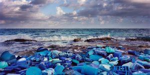 世界中の海から流れ着いた海洋ゴミで製作されたアート作品 – Washed Up-01