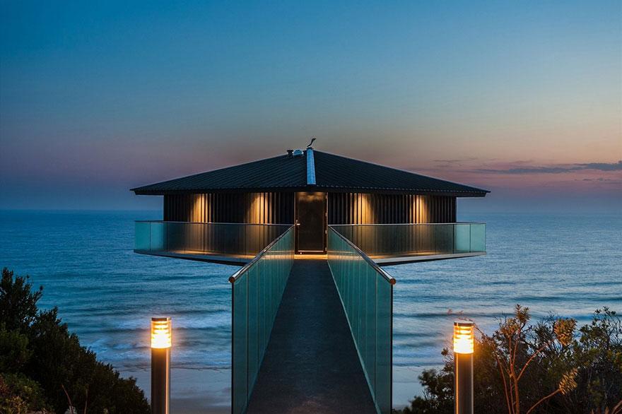 オーシャンビューが目の前に!オーストラリアにある空と海の境界に建てられたモダンハウス「THE POLE HOUSE」-04