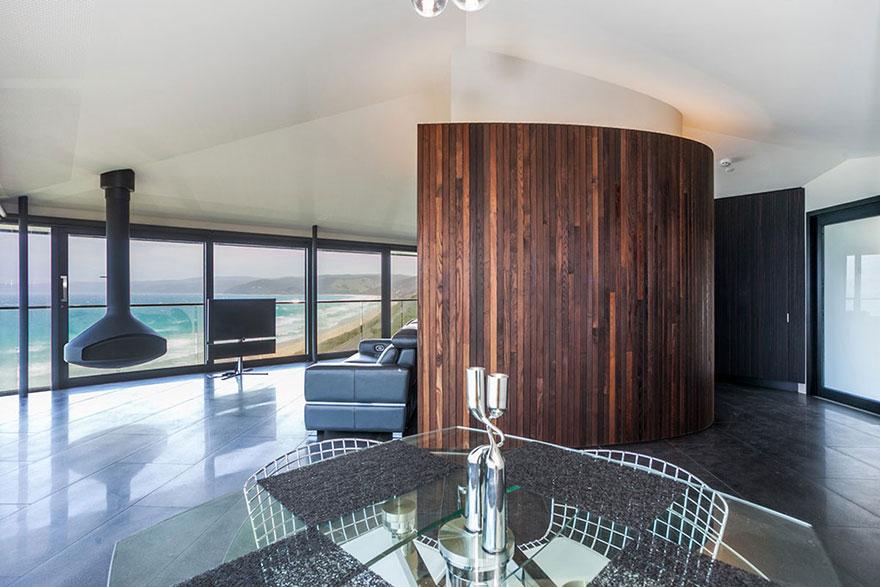 オーシャンビューが目の前に!オーストラリアにある空と海の境界に建てられたモダンハウス「THE POLE HOUSE」-09