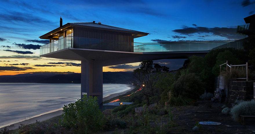 オーシャンビューが目の前に!オーストラリアにある空と海の境界に建てられたモダンハウス「THE POLE HOUSE」-03