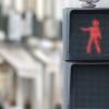 踊る歩行者用信号機、歩行者の信号無視を減らすための新しいアイディア