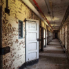 アメリカ各地に点在する廃墟化した精神病院を撮影した写真シリーズ『American Asylums』