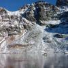 湖の底が丸見え…。スロバキア・タトラ山脈にある凍った湖の上を歩く動画がすごい!