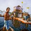 ペットボトルで作った島に暮らす男 – メキシコ・カンクン